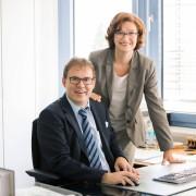 Ein Bild von Herr und Frau Pöhler im Büro