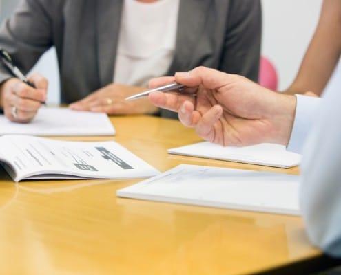 Ein Bild von einer Diskussion bei einem Meeting